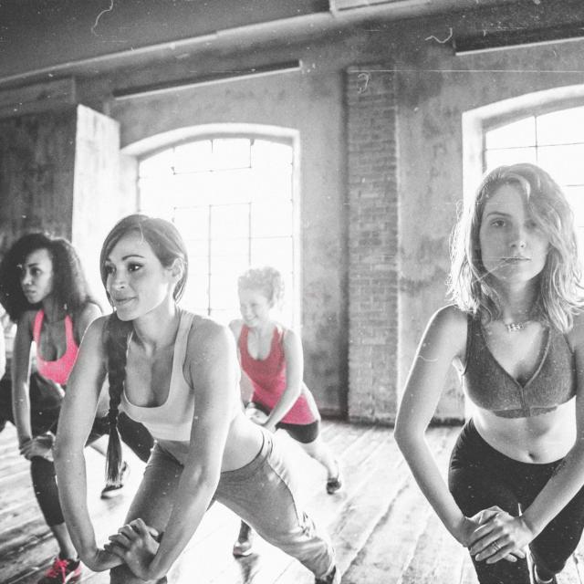 studiourban-dance-workout-class-group